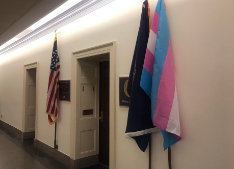 190104-jennifer-wexton-transgender-flag-cs-154p_96343ebfe5b517833a0ff90c823b94bb
